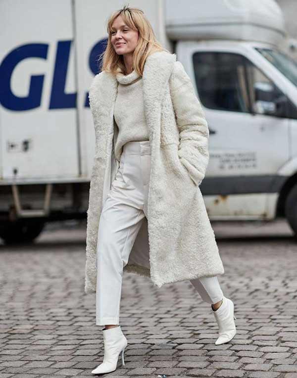 Модные белые ботильоны