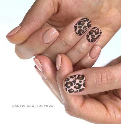 Бежевый маникюр с леопардовым принтом