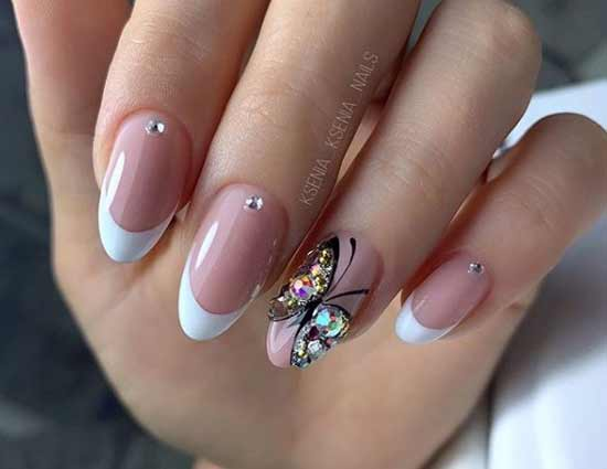 Цветные камушки на ногтях