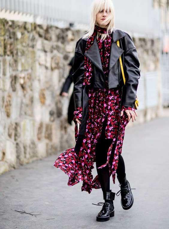 Платье в цветочек с кожаной курткой