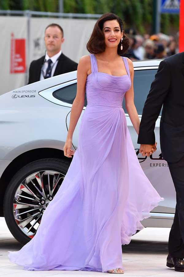 Амаль Клуни в лавандовом платье