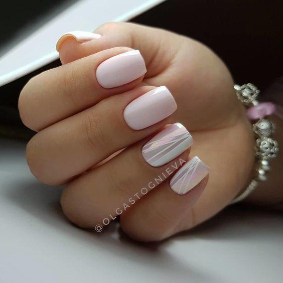 Бледно-розовый маникюр