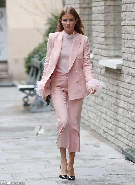 Розовые брюки на лето
