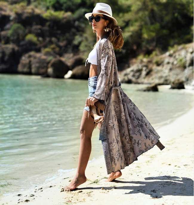 Кимоно с шортами на пляже