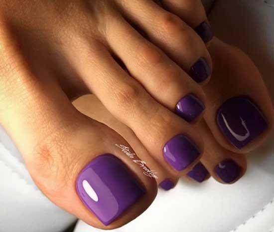 Фиолетовый сочный цвет в педикюре