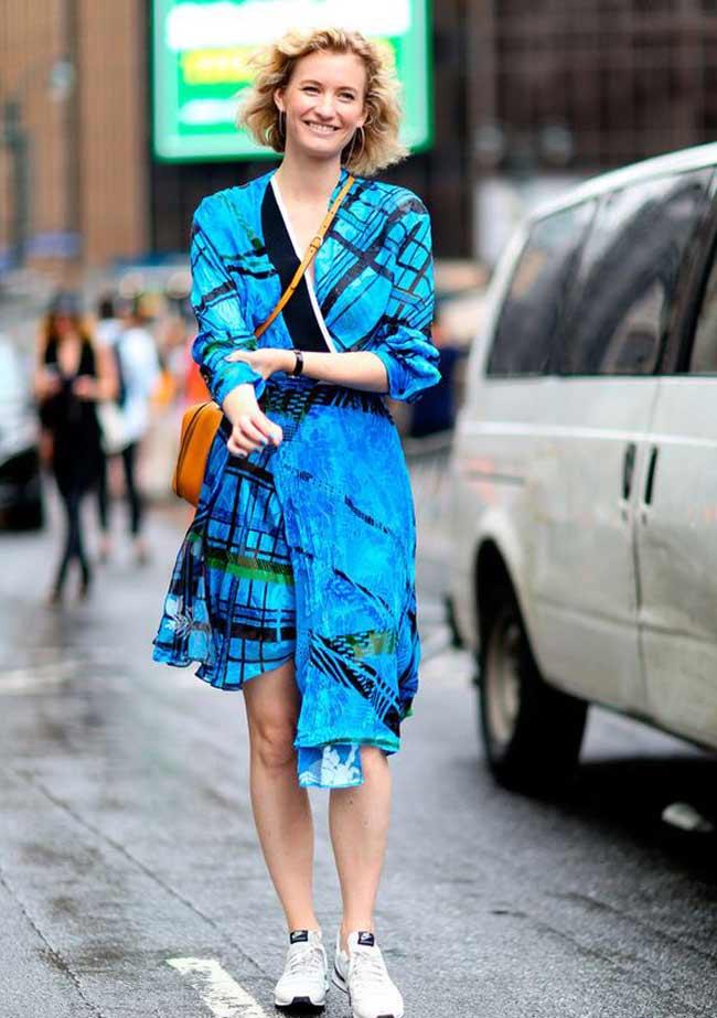 Платье и кроссовки - совмещение стилей