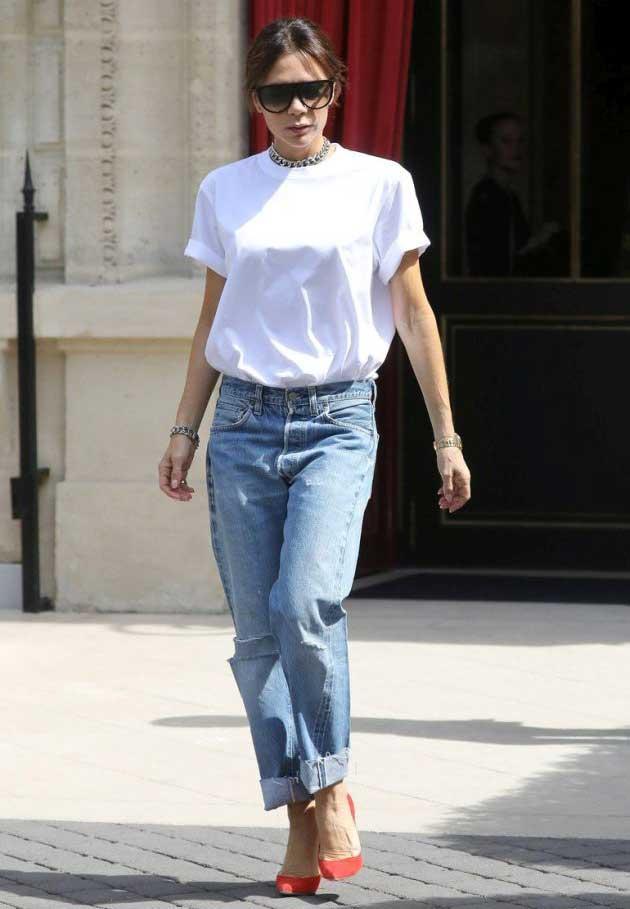 Виктория Бекхэм в белой футболке