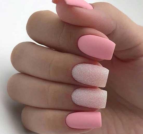 Розовый гель-лак и хрустальный дизайн