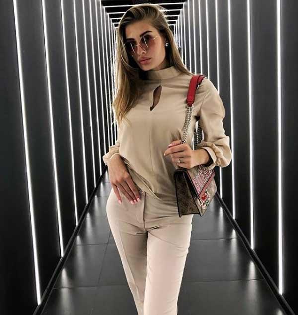 Нежная бежевая блузка из вискозы и шелка