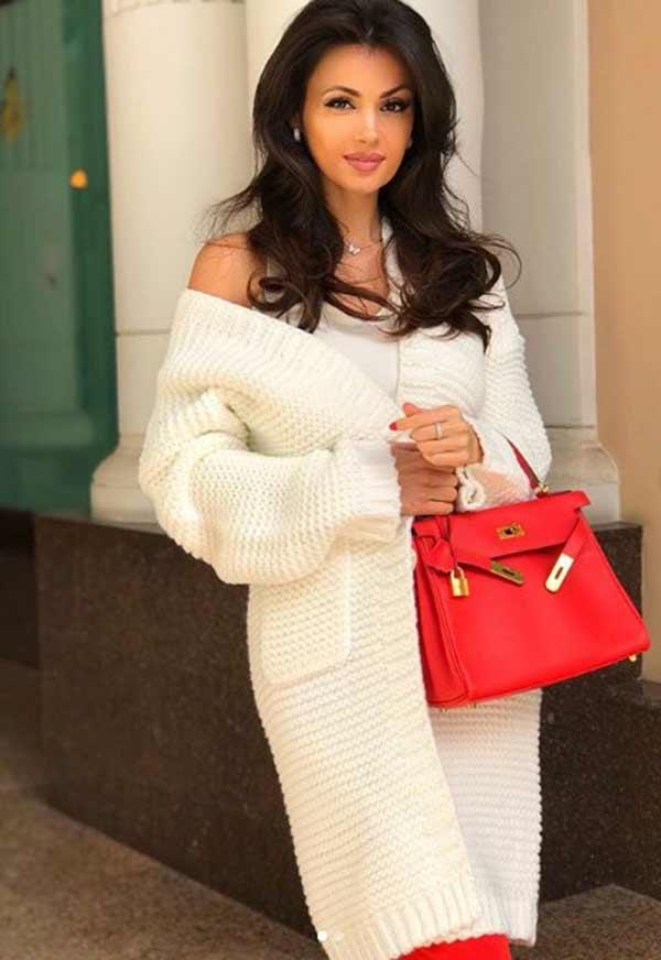 Модный белый вязанный кардиган