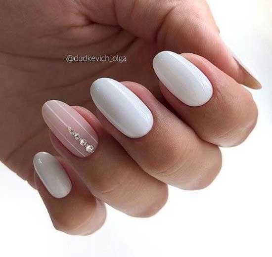 Телесный и белый