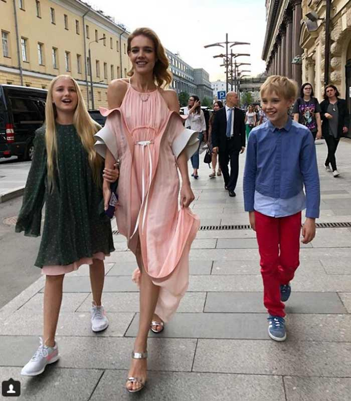 Нюдовое легкое летнее платье Натальи Водяновой