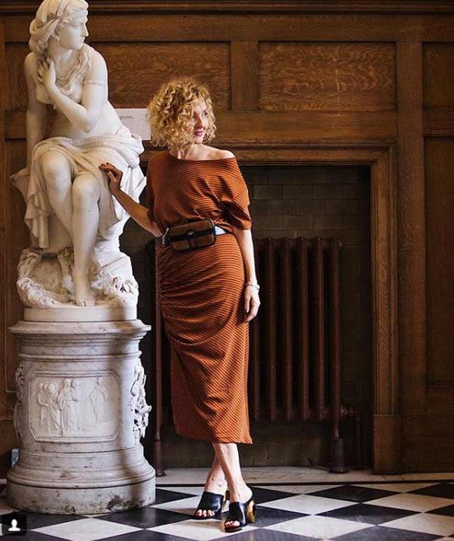 Блогер в модном платье