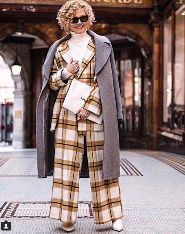 Пальто и брючный костюм - стиль блогера за 45