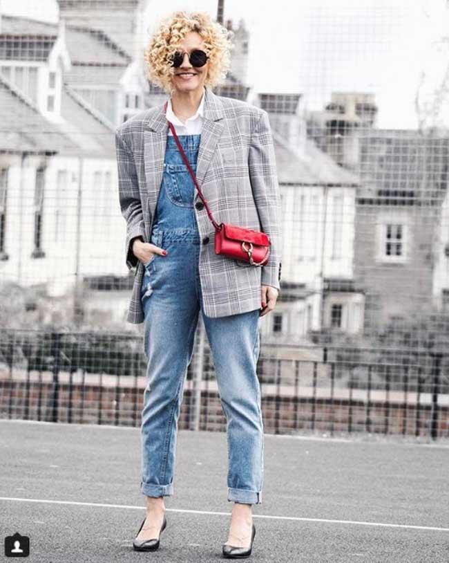 Ренни в пиджаке и джинсах