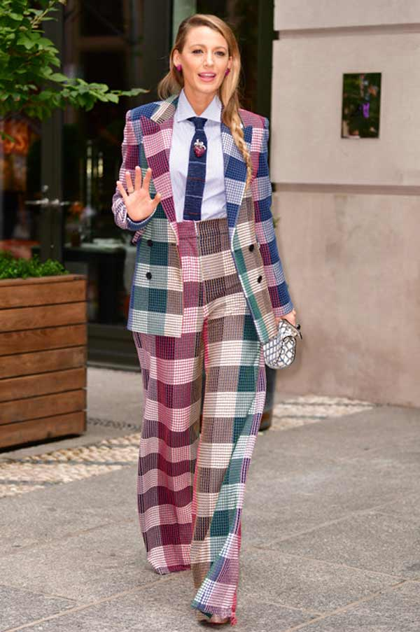 Костюм в модную клетку с широкими брюками - тренд сезона