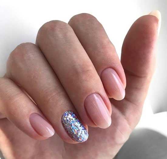 Нюдовый и глиттер на овальную форму ногтей