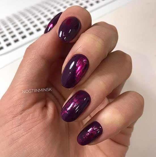 Темный оттенок на коротких ногтях