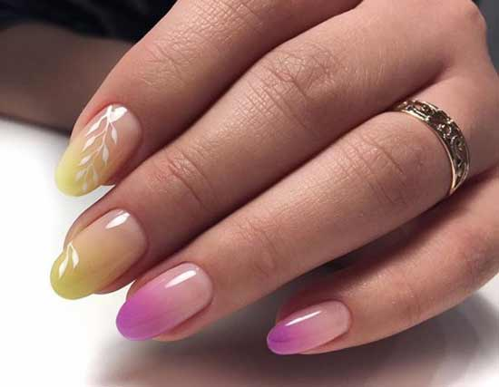 Градиент светло-желтый на ногтях