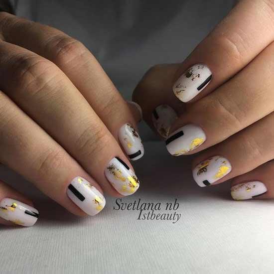Золотая фольга на ногтях