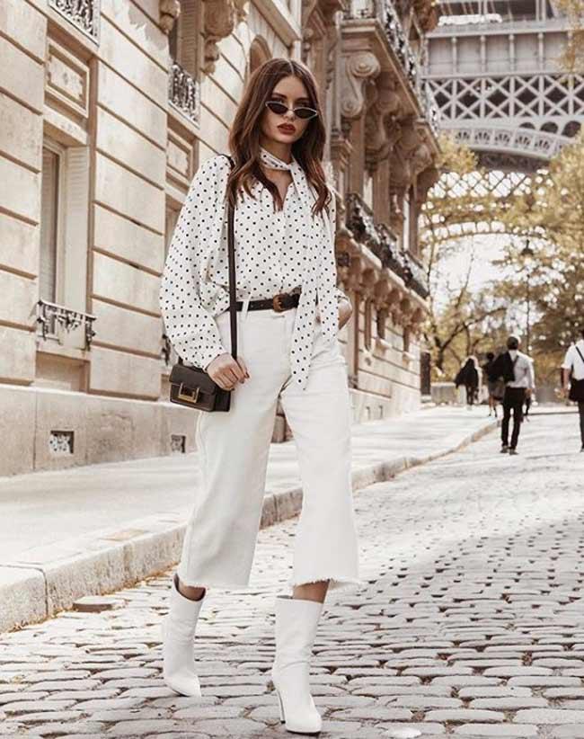 Белая рубашка в горошек и белые широкие брюки