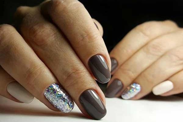 Контрастное сочетание цветов для маникюра коротких ногтей