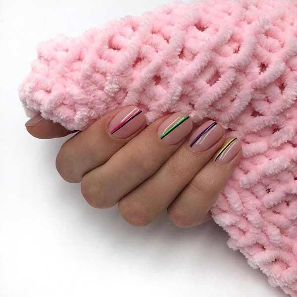 Геометрический дизайн для коротких ногтей