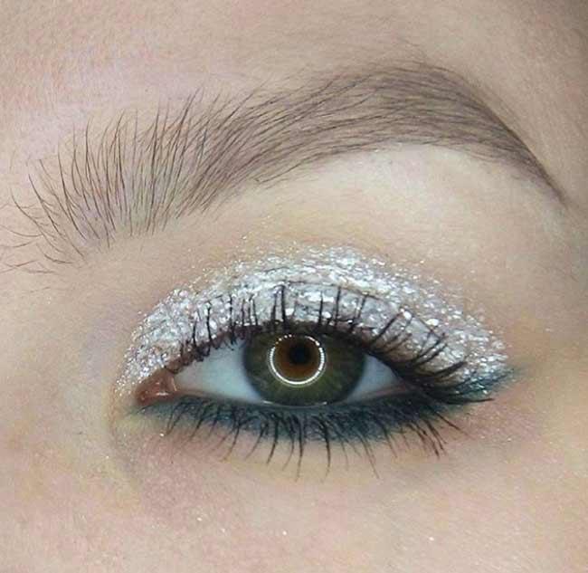 Блестящая стрелочка для глаз - макияж