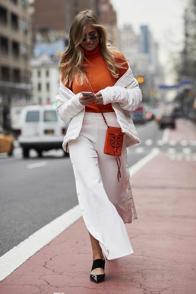 Оранжевый + белый цвет в одежде
