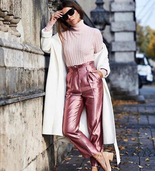 Светлое модное пальто