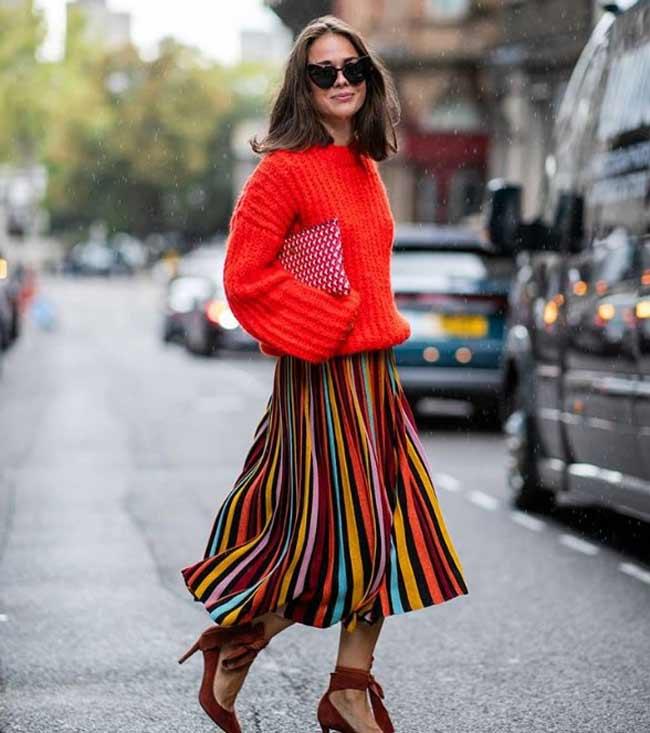 Оранжевый модный свитер 2019
