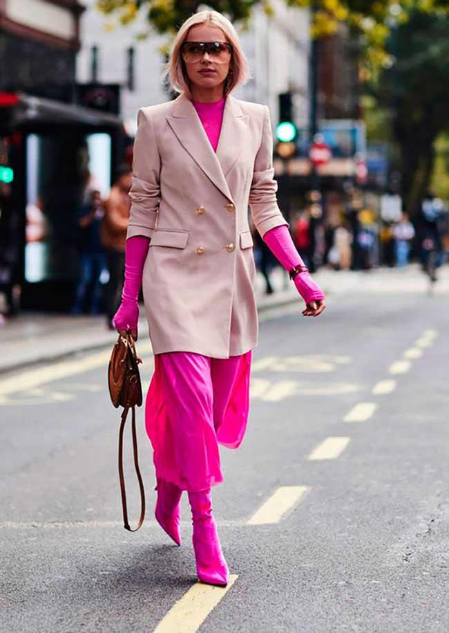 Яркое платье и светлый пиджак