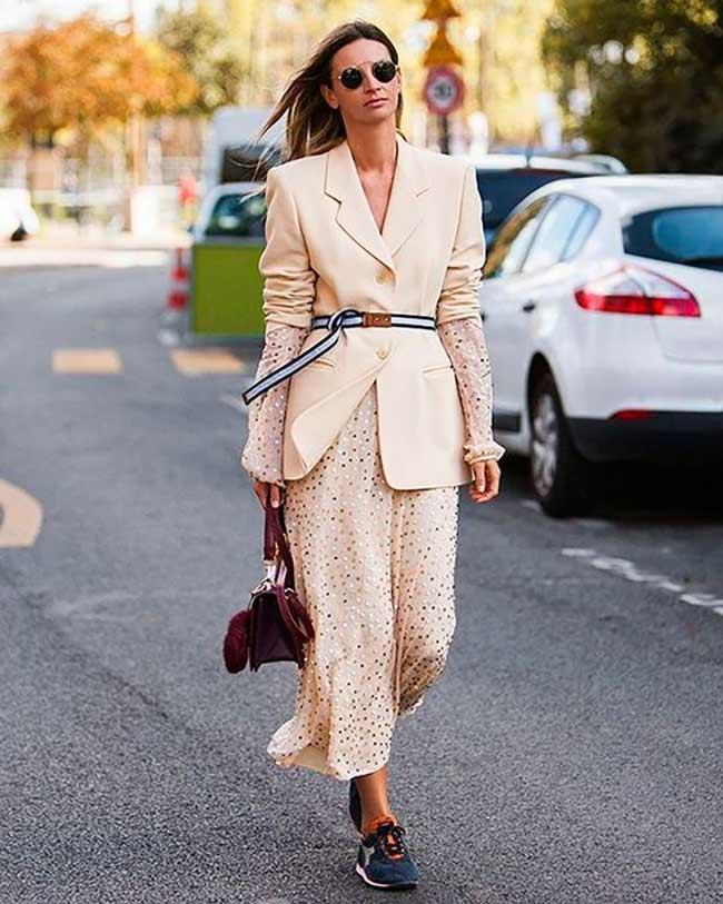 Светлый пиджак и платье