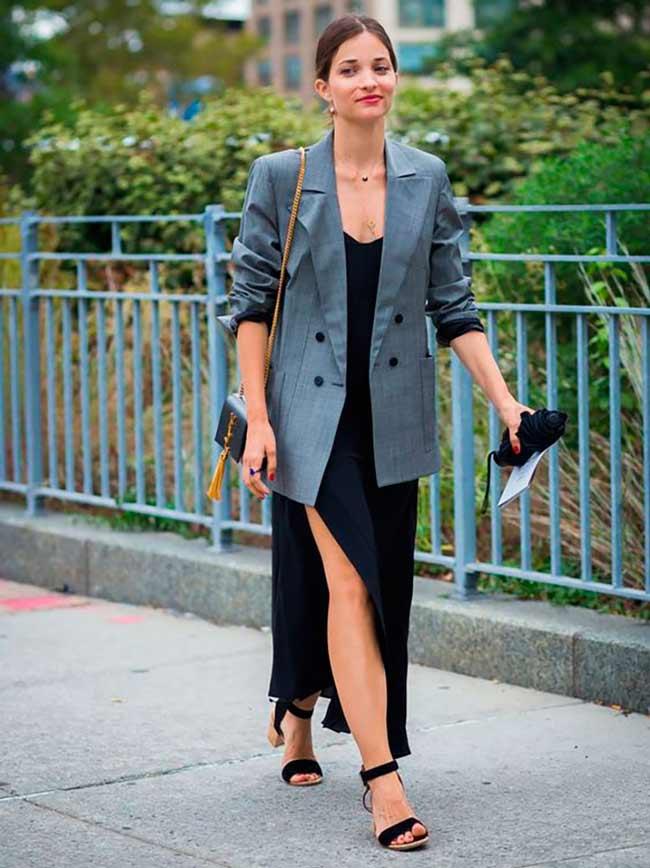 Черное платье и серый пиджак