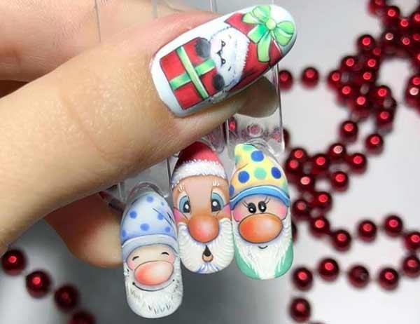 Рисунок Деда Мороза на белом фоне ногтя