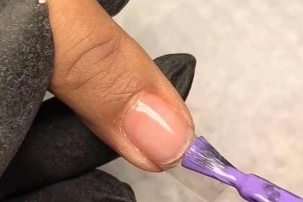 Как уберечь ногти от шеллака