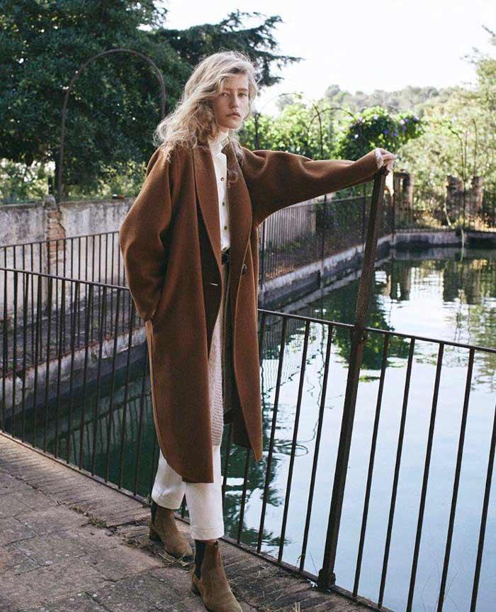 Длинное пальто на осень в актуальной цветовой гамме