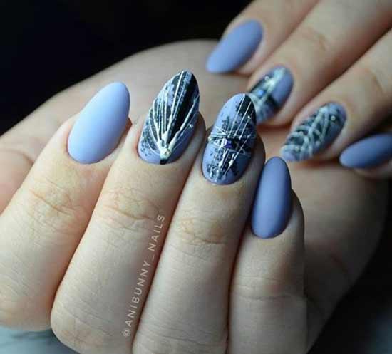 Паутинка на матовом фоне ногтей