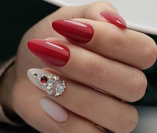 Красный маникюр на наращенных ногтях