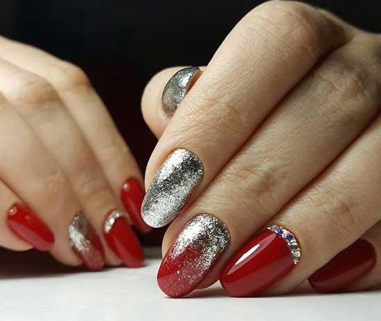 Красный с блестками серебро на ногтях