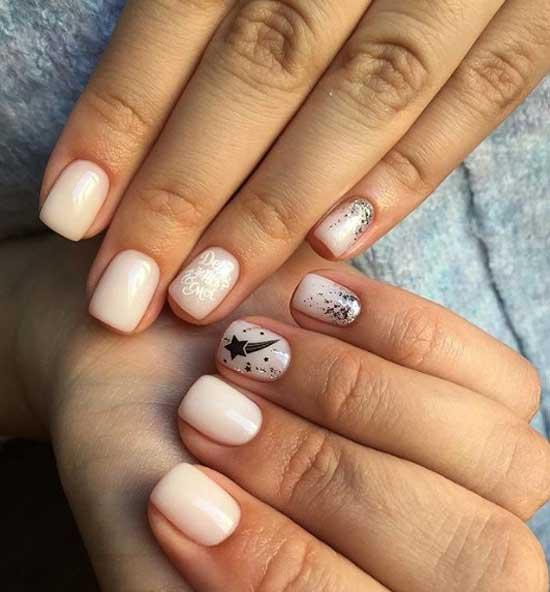Молочный новогодний дизайн ногтей