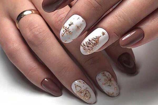 Новогодняя тематика на коротких ногтях