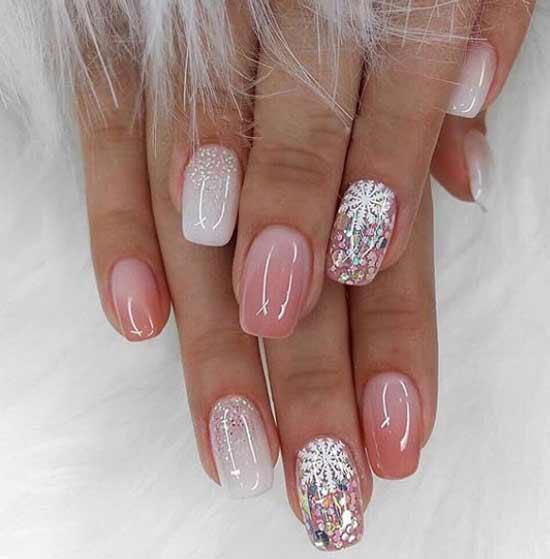 Праздничный градиент на коротких ногтях