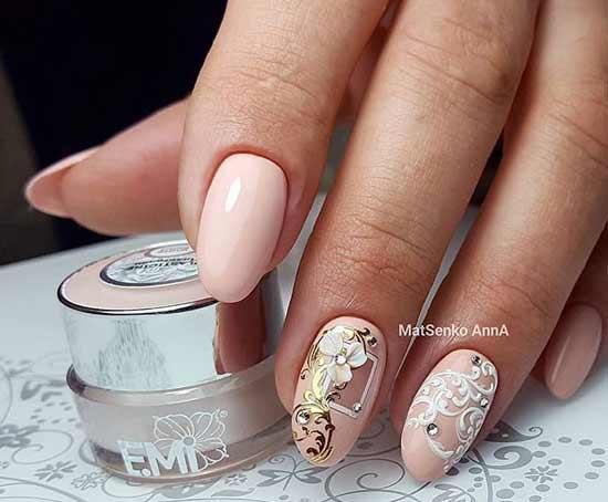 Праздничный дизайн ногтей в нюдовой палитре