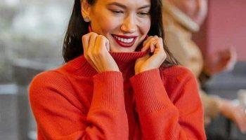 С чем носить объемный модный свитер: актуальные сочетания