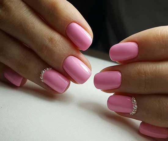 Розовые ногти с жемчужным ободочком