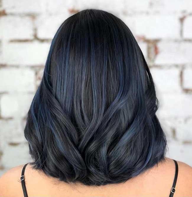 Цветное колорирование волос с синими прядями 2019