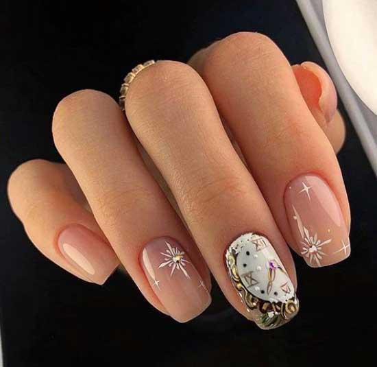 Новогодний тематический принт на ногтях