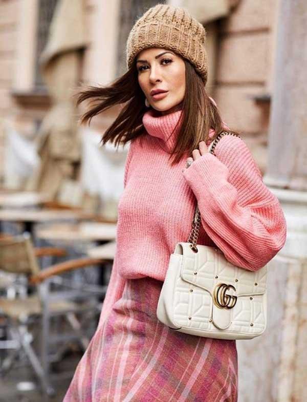 Модный розовый свитер 2019