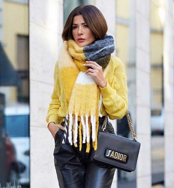Модный свитер 2019 с кожаными брюками